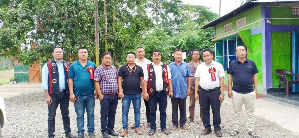Western Sumi Youth Front officials with some leaders of Naga villages at Assam-Nagaland border in Aghunaqa area, Dimapur on May 19. (Morung Photo)