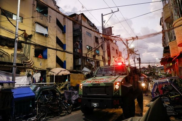 An armoured personnel carrier roams around tenements reminding residents to stay indoors, amid the lockdown to contain the coronavirus disease (COVID-19), in the slum area of Tondo, Manila, Philippines, May 4, 2020. Picture taken May 4, 2020. (REUTER File Photo)