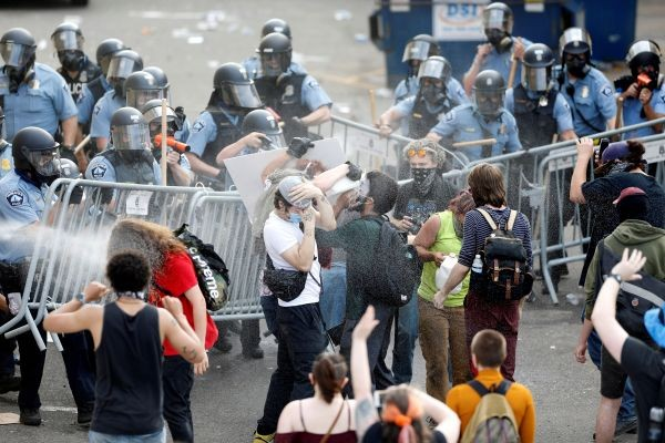 Police spray mace at protestors to break up a gathering near the Minneapolis Police third precinct after a white police officer was caught on a bystander's video pressing his knee into the neck of African-American man George Floyd, who later died at a hospital, in Minneapolis, Minnesota, US on May 27. (REUTERS Photo)