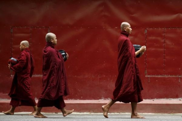 Buddhist monks walk inside the Masoyein monastery complex in Mandalay, Myanmar on October 7, 2015. (REUTERS File Photo)
