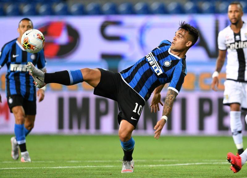 Inter Milan's Lautaro Martinez in action, as play resumes behind closed doors following the outbreak of the coronavirus disease (COVID-19) REUTERS/Jennifer Lorenzini