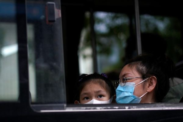 People wearing face masks are seen on a bus following an outbreak of the novel coronavirus disease (COVID-19), in Shanghai, China on May 31, 2020. (REUTERS Photo)