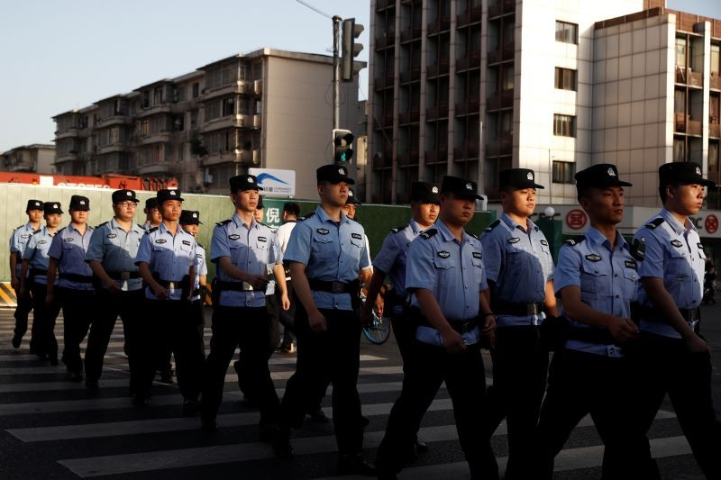 Police march into position to cordon off the neighborhood around the U.S. Consulate General in Chengdu, Sichuan province, China on July 27, 2020, after China ordered its closure in response to U.S. order for China to shut its consulate in Houston. (REUTERS Photo)