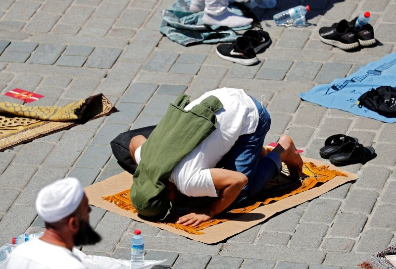 A muslim attends Friday prayers outside Hagia Sophia Grand Mosque, for the first time after it was once again declared a mosque after 86 years, in Istanbul, Turkey on July 24, 2020. (REUTERS Photo)