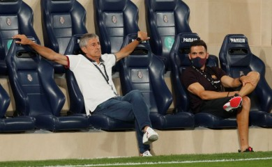 Barcelona coach Quique Setien and assistant coach Eder Sarabia before the match, as play resumes behind closed doors following the outbreak of the coronavirus disease (COVID-19) REUTERS/Albert Gea