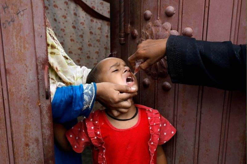 A girl receives polio vaccine drops, during an anti-polio campaign, in a low-income neighborhood as the spread of the coronavirus disease (COVID-19) continues, in Karachi, Pakistan on July 20. (REUTERS Photo)