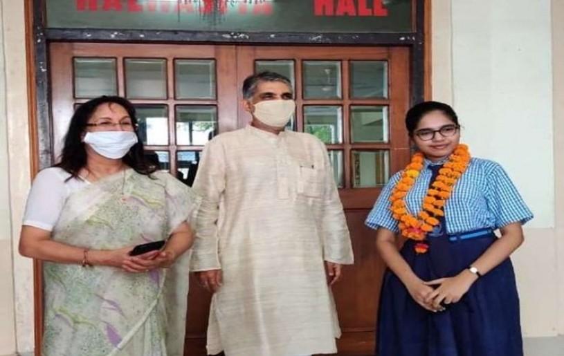 Lucknow girl Divyanshi Jain obtained 100% marks (source: google)