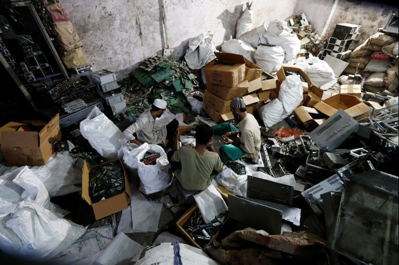 Men recycle electronic waste or e-waste from computers at a workshop in New Delhi, on July 29. (REUTERS Photo)
