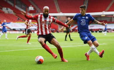 Sheffield United's David McGoldrick in action with Chelsea's Christian Pulisic, as play resumes behind closed doors following the outbreak of the coronavirus disease (COVID-19) Pool via REUTERS/Shaun Botterill