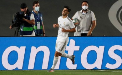 Real Madrid's Marco Asensio celebrates scoring their second goal, as play resumes behind closed doors following the outbreak of the coronavirus disease (COVID-19) REUTERS/Susana Vera