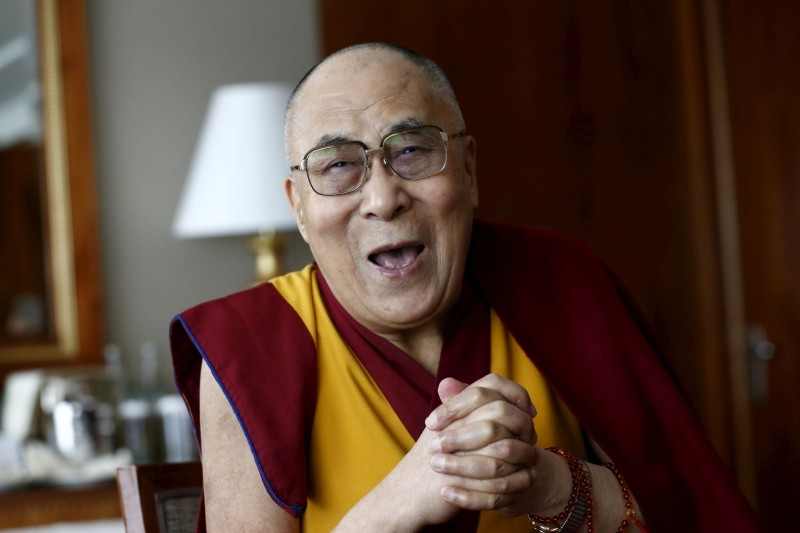 Tibetan spiritual leader the Dalai Lama talks with journalists in Geneva, Switzerland March 11, 2016. (REUTERS File Photo)