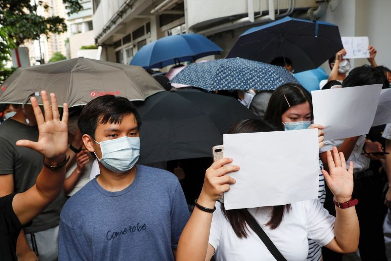 Supporters raise white paper to avoid slogans banned under the national security law as they support arrested anti-law protester outside Eastern court in Hong Kong, China on July 3. (REUTERS Photo)