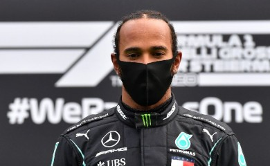 Formula One F1 - Steiermark Grand Prix - Red Bull Ring, Spielberg, Styria, Austria - July 12, 2020   Mercedes' Lewis Hamilton wears a protective face mask as he celebrates winning the race on the podium, following the resumption of F1 after the outbreak of the coronavirus disease (COVID-19)    Joe Klamar/Pool via REUTERS
