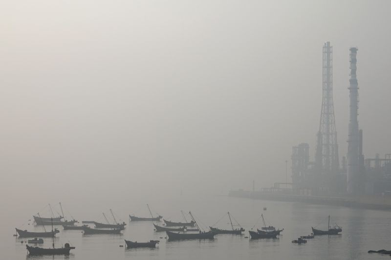 Boats are seen at the Dalian Bay shrouded in haze on a polluted day in Liaoning province, China on October 22, 2019. (REUTERS File Photo)