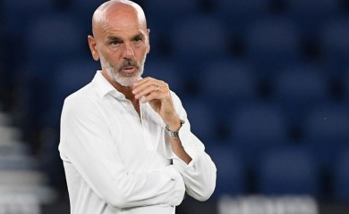 AC Milan coach Stefano Pioli before the match, as play resumes behind closed doors following the outbreak of the coronavirus disease (COVID-19) REUTERS/Alberto Lingria/File photo