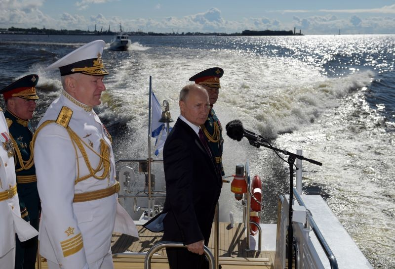 Russia's President Vladimir Putin, Defence Minister Sergei Shoigu and Commander-in-Chief of the Russian Navy Nikolai Yevmenov inspect warships before the Navy Day parade in Saint Petersburg, Russia on July 26. (REUTERS Photo)