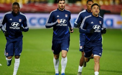 Olympique Lyonnais' Martin Terrier with teammates during the warm up before the match REUTERS/Pascal Rossignol