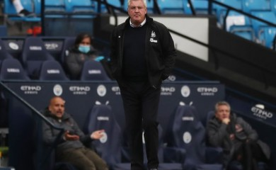 Newcastle United manager Steve Bruce, as play resumes behind closed doors following the outbreak of the coronavirus disease (COVID-19) REUTERS / Lee Smith / Pool/File photo