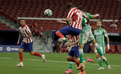 Atletico Madrid's Diego Costa scores their first goal, as play resumes behind closed doors following the outbreak of the coronavirus disease (COVID-19) REUTERS/Javier Barbancho