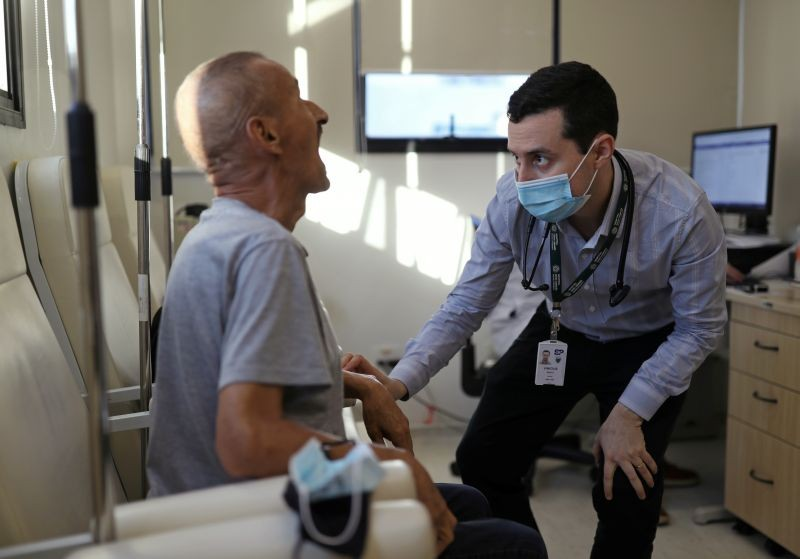 Vinicius Molla, a hematologist and volunteer of the clinical trial of Oxford COVID-19 vaccine, examines a patient at a consulting room in Sao Paulo, Brazil on July 9, 2020. (REUTERS Photo)