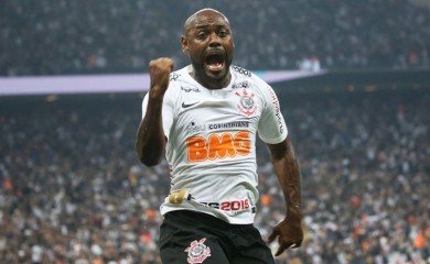 Corinthians' Vagner Love celebrates scoring their second goal REUTERS/Nacho Doce/File Photo