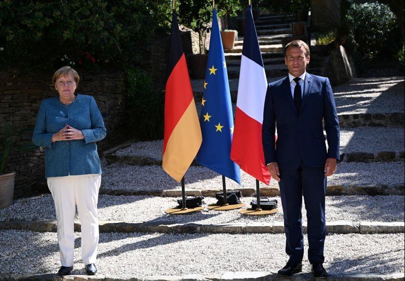 French President Emmanuel Macron welcomes German Chancellor Angela Merkel at Fort de Bregancon, in Bormes-les-Mimosas, France on August 20, 2020. (REUTERS Photo)
