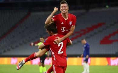 Bayern Munich's Robert Lewandowski celebrates scoring their fourth goal, as play resumes behind closed doors following the outbreak of the coronavirus disease (COVID-19) REUTERS/Michael Dalder