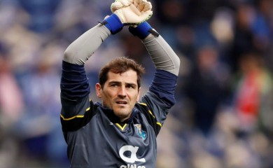 FILE PHOTO: FC Porto's Iker Casillas during the warm up before the match Action Images via Reuters/Andrew Boyers/File photo