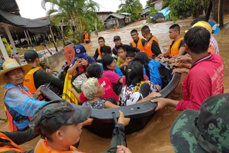Soldiers evacuate villagers affected by heavy rain at Muang district in Loei province, Thailand, August 2, 2020. (REUTERS Photo)