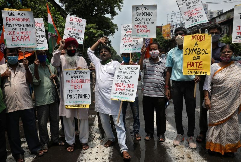 Supporters of India's main opposition Congress party hold placards during a protest demanding postponement of admission tests to medical and engineering schools amidst the spread of the coronavirus disease (COVID-19), in Kolkata on August 28. (REUTERS Photo)