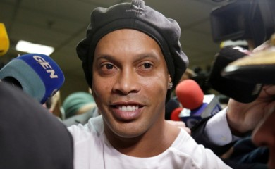 FILE PHOTO: Ronaldinho leaves Paraguay's Supreme Court after testifying in Asuncion, Paraguay, March 6, 2020. REUTERS/Jorge Adorno/File Photo
