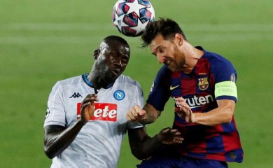 Barcelona's Lionel Messi in action with Napoli's Kalidou Koulibaly, as play resumes behind closed doors following the outbreak of the coronavirus disease (COVID-19) REUTERS/Albert Gea