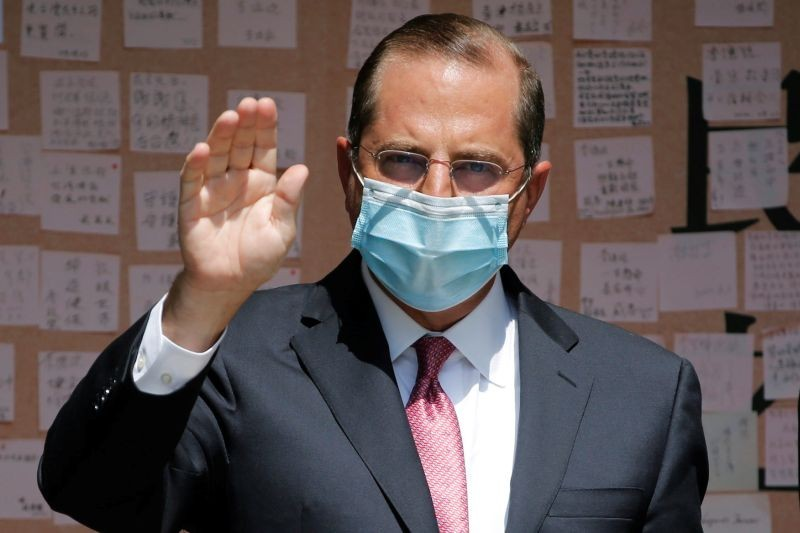 U.S. Secretary of Health and Human Services Alex Azar waves to the media after paying his respects to the late former President of Taiwan Lee Teng-Hui at a memorial set up at the Taipei Guest House in Taipei, Taiwan on August 12, 2020. (REUTERS Photo)