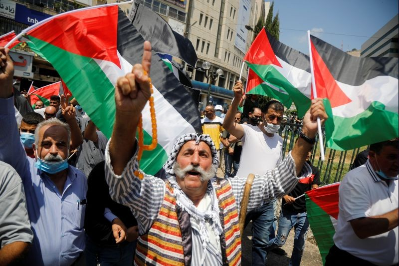 Palestinians take part in a protest against the United Arab Emirates' deal with Israel to normalise relations, in Nablus in the Israeli-occupied West Bank on August 14, 2020. (REUTERS Photo)