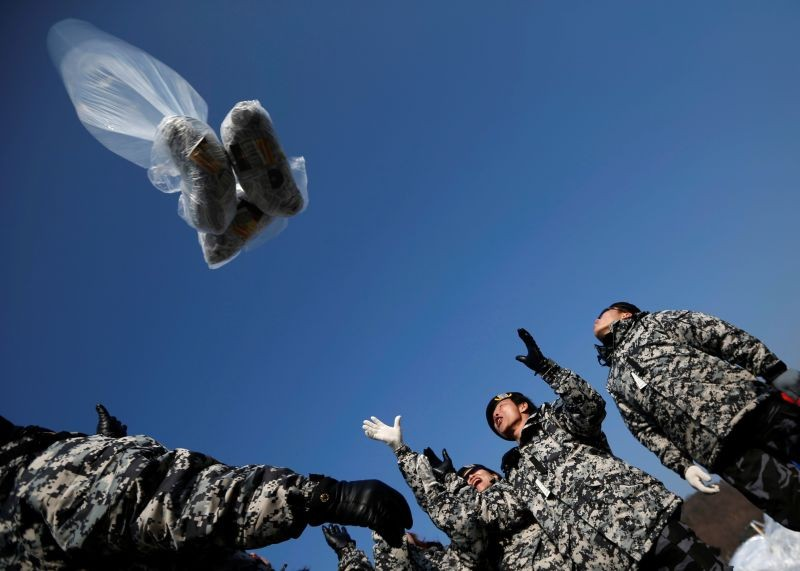 Former North Korean defectors who were soldiers when they lived in North Korea release a balloon containing one dollar banknotes, radios, CD and leaflets denouncing the North Korean regime towards the north near the demilitarized zone which separates the two Koreas, in Paju, north of Seoul on January 15, 2014.   (REUTERS File Photo)