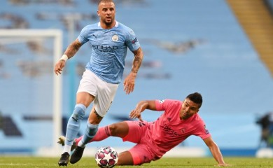 Manchester City's Kyle Walker in action with Real Madrid's Casemiro, as play resumes behind closed doors following the outbreak of the coronavirus disease (COVID-19) Pool via REUTERS/Shaun Botterill