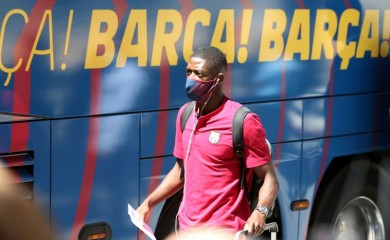 Barcelona's Ousmane Dembele wearing a protective face mask as he arrives at the Sheraton hotel REUTERS/Rafael Marchante