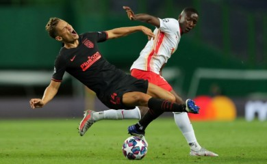 Atletico Madrid's Marcos Llorente in action with RB Leipzig's Amadou Haidara, as play resumes behind closed doors following the outbreak of the coronavirus disease (COVID-19) Miguel A. Lopes/Pool via REUTERS