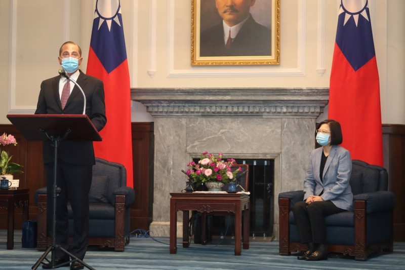 U.S. Secretary of Health and Human Services Alex Azar wearing a face mask attends a meeting with Taiwan President Tsai Ing-wen at the presidential office, in Taipei, Taiwan August 10, 2020. Central News Agency/Pool via REUTERS