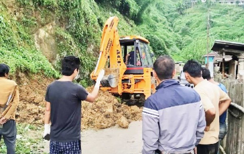 Tuensang Battalion of AR assisted civil administration in clearing a landslide on Tuensang and Kuthur road Link on August 1. (Photo Courtesy: HQ IGAR-North)