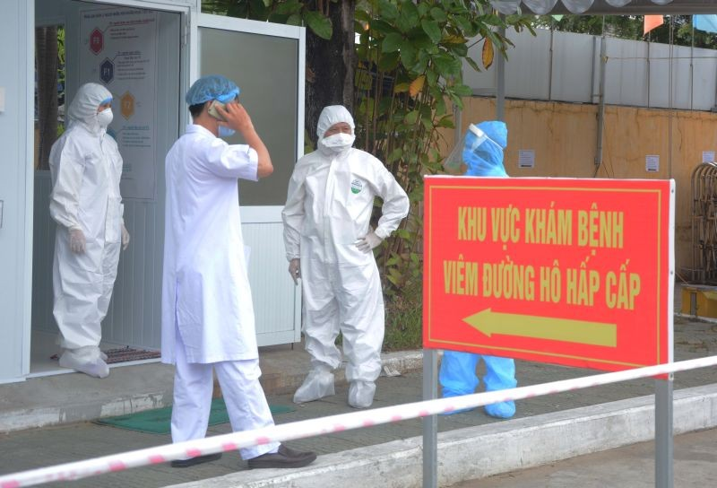 Healthcare workers wearing protective hazmat suits are seen inside the military hospital 17 amid of spread of the coronavirus disease (COVID-19) in Da Nang city, Vietnam on August 4, 2020. (REUTERS Photo)