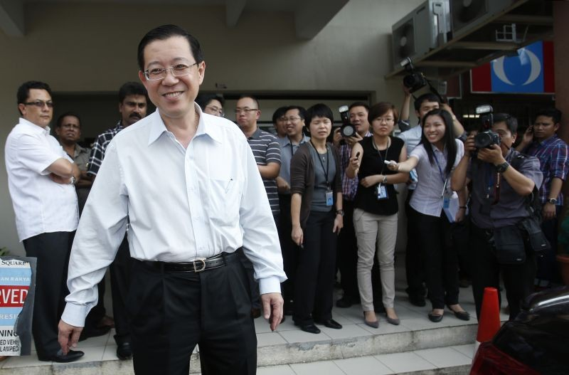 Chief minister of Malaysia's state of Penang Lim Guan Eng of the opposition Democratic Action Party smiles as he leaves a meeting in Kuala Lumpur on April 4, 2013.  (REUTERS File Photo)