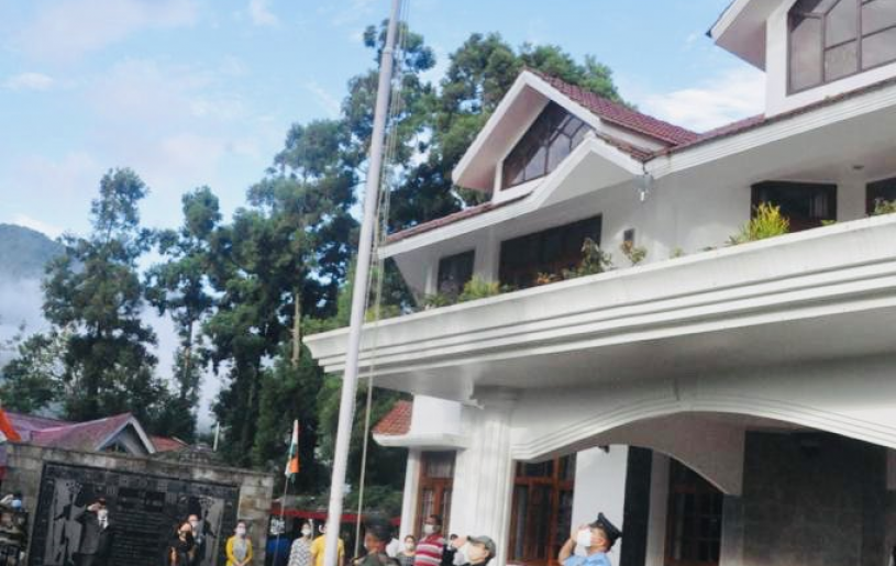 Governor RN Ravi hoisting the Tricolour at Raj Bhavan, Kohima on the occasion of the 74th India Independence Day on August 15. (Photo: @RajBhavanKohima / Twitter)