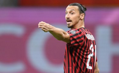Zlatan Ibrahimovic reacts during the match, as play resumes behind closed doors following the outbreak of the coronavirus disease (COVID-19) REUTERS/Daniele Mascolo/File Photo