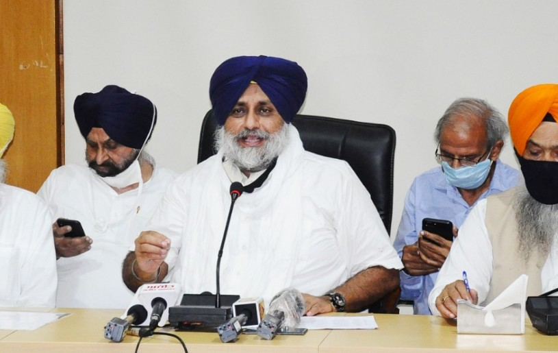 SAD chief Sukhbir Singh Badal and party members announcing the snapping of ties with BJP-led National Democratic Alliance (NDA) over the farm Bills issue on September 26. (Photo Courtesy: @Akali_Dal_/Twitter)