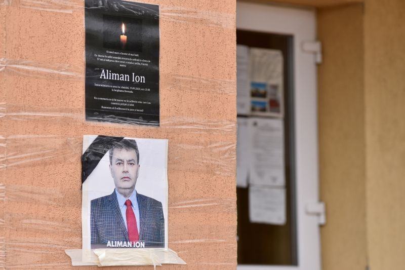 An obituary photo of former mayor Aliman Ion is taped onto the walls of the city hall in Deveselu, southern Romania on September 28. (REUTERS Photo)