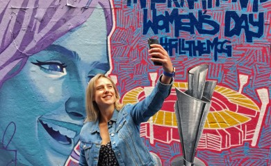 FILE PHOTO: Australia all-rounder Ellyse Perry, the ICC Women's Cricketer of the Year, poses for a selfie in front of a mural promoting the Women's T20 World Cup tournament in Melbourne's Hosier Lane, Australia, February 6, 2020. REUTERS/Ian Ransom/File Photo