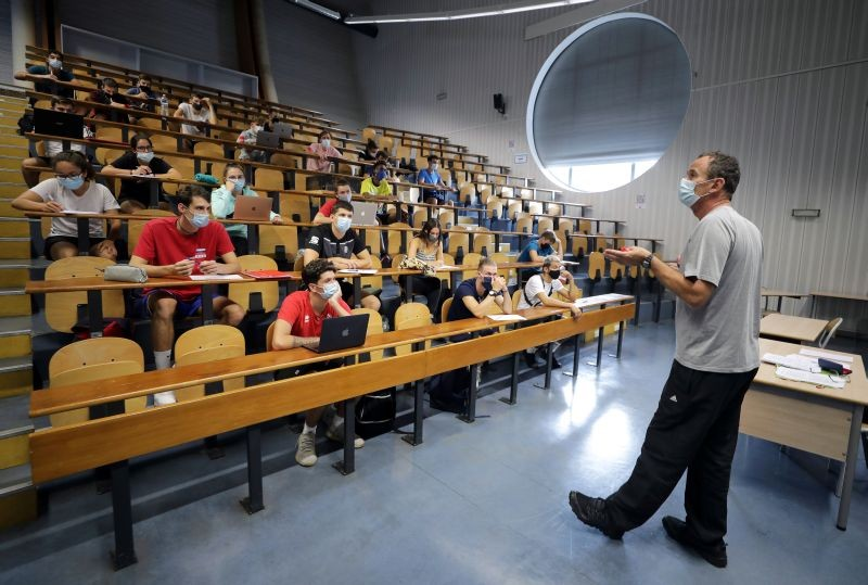 Students of the faculty of sport sciences at Universite Cote d'Azur wearing protective masks to avoid the spread of the coronavirus disease (COVID-19), attend a class in an auditorium, as French universities struggle to contain outbreaks at the beginning of the school year in Nice, France on September 24, 2020. (REUTERS File Photo)