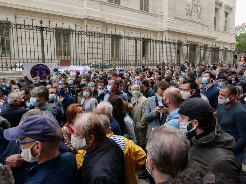 Hundreds of restaurant and bar owners protest after French authorities announced that they order cafes and restaurants to shut down for two weeks to curb the spread of the coronavirus disease (COVID-19), in Marseille, France on September 25, 2020.   (REUTERS Photo)