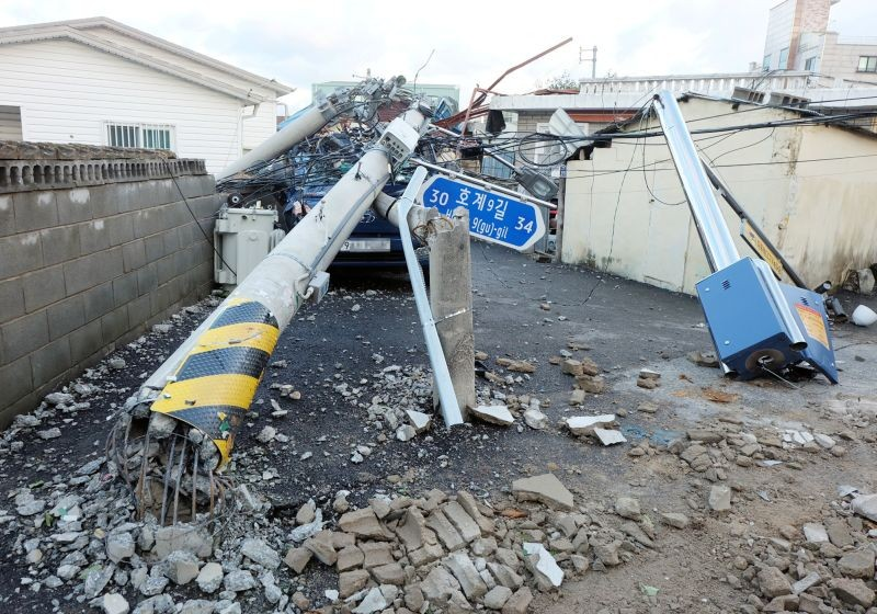 General view shows a damaged street by Typhoon Maysak in Ulsan, South Korea on September 3.    (REUTERS Photo)